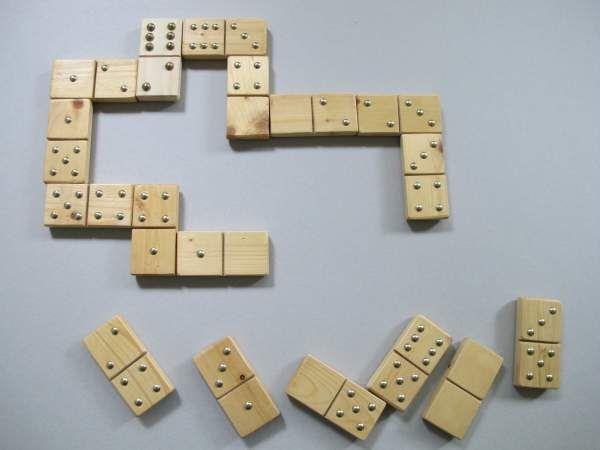 Domino mit Messing-Punkten klein