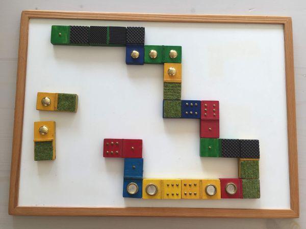 Domino mit Magnetbrett