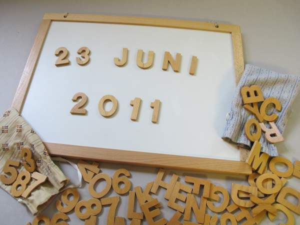 Holzbuchstaben und Zahlen Magnettafel