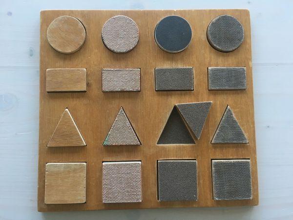 Einsetzformen-Puzzle geometrisch (mit Schachtel)